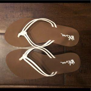 NWOT Volcom Sandals Size 7
